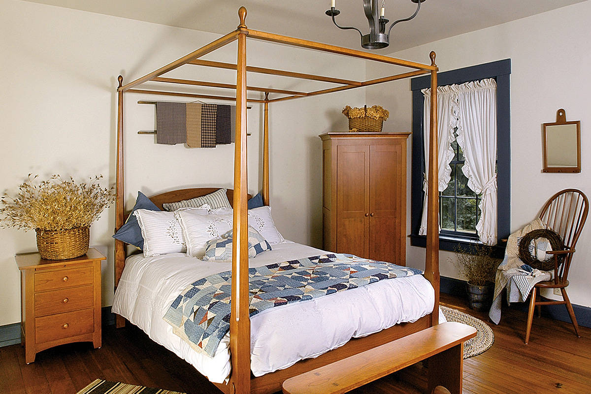 Shaker Bed Pencil Post